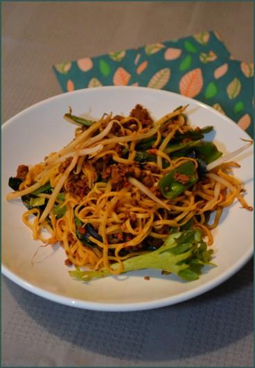 Vegetarische noedels met een Aziatisch tintje