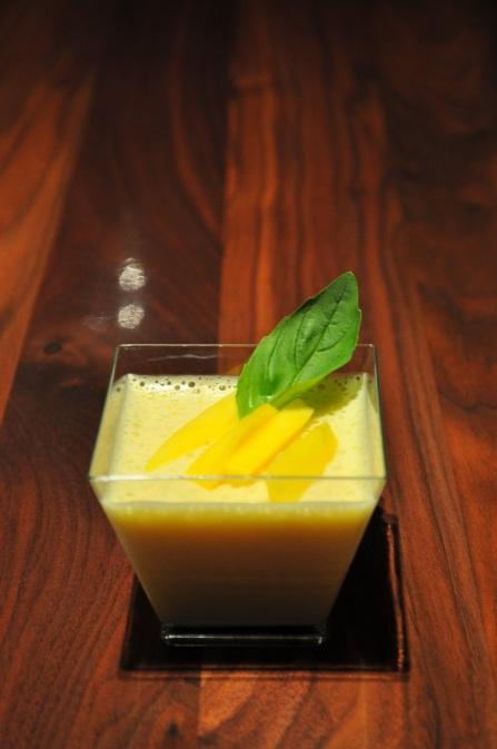 Witte chocolademousse met mango - kopie