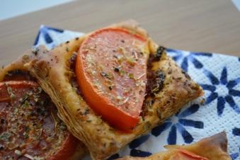bladerdeeghapje-met-tomaat-2