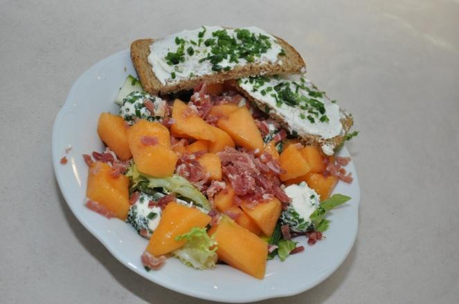 salade-met-meloen-en-gerookte-ham-kopie