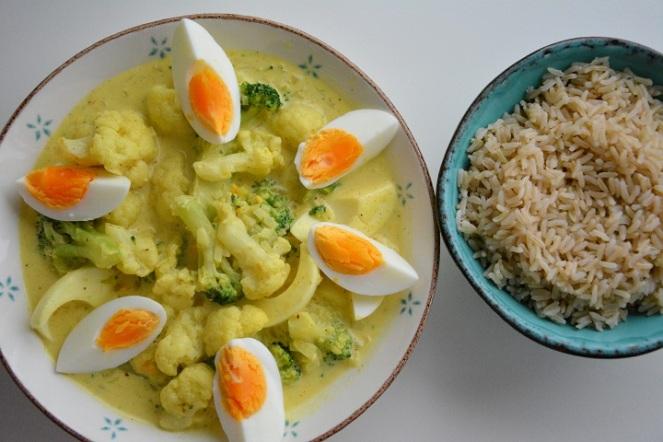 Curry met ei en rijst.JPG