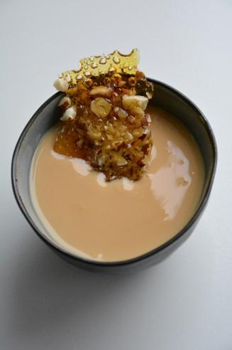 Panna cotta met Bailey's, karamel en een krokantje van hazelnoot (3)