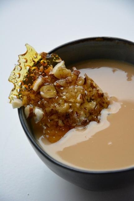 Panna cotta met Bailey's, karamel en een krokantje van hazelnoot (4)