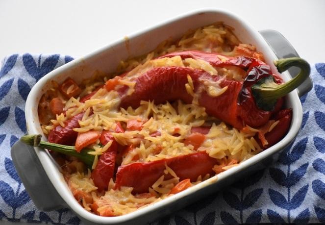 Gevulde paprika met zalm en Griekse rijst