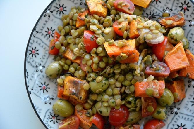 Linzensalade met geroosterde zoete aardappel