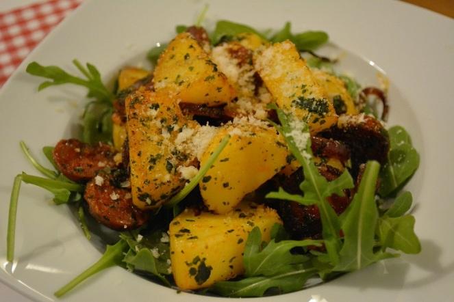 Salade met rucola, aardappel en chorizo