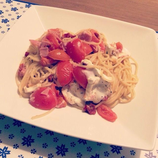 Restjespasta met tomaat, geitenkaas en ham