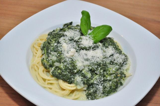 Spaghetti met spinaziesaus en zure room