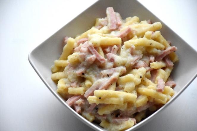 Macaroni met ham en bloemkoolsaus