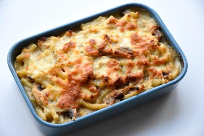 Macaroni met kippengehakt en champignons