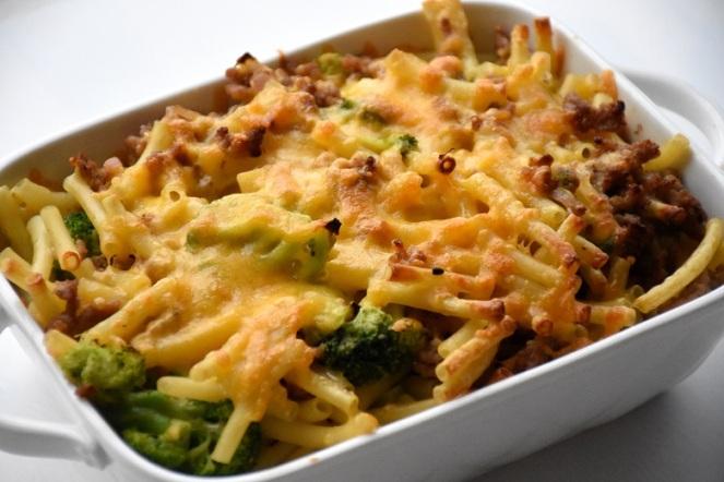 Pasta met gehakt en broccoli in de oven