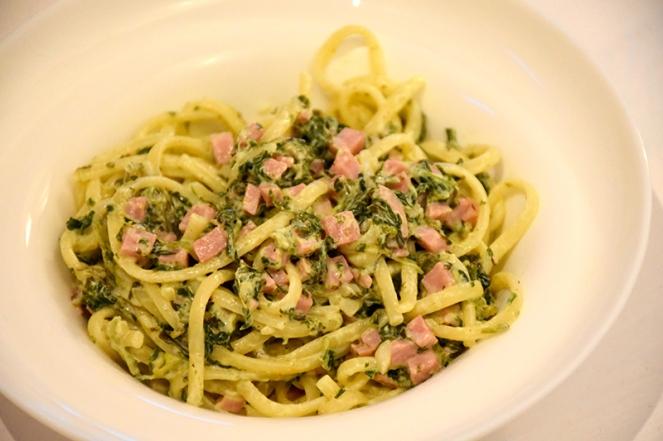Linguine met spinazie en ham