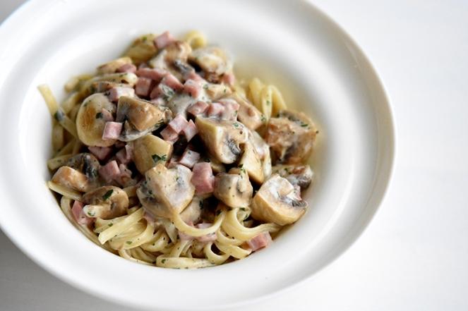 Linguine met ham en champignon
