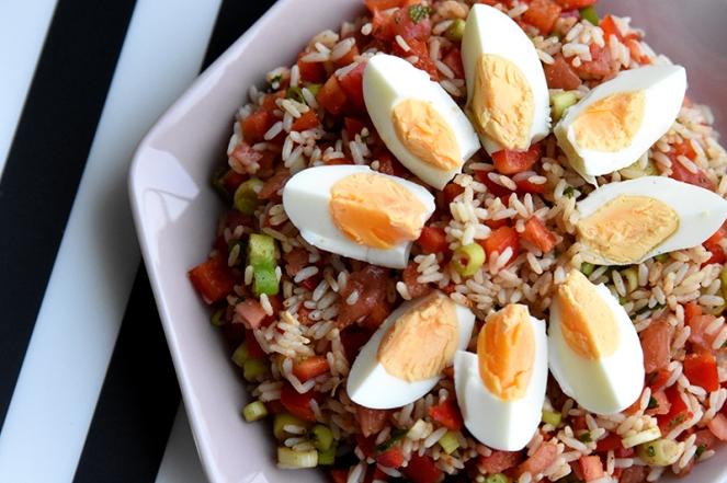 Koude rijstsalade met ei