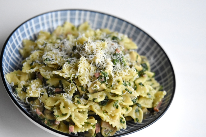 Pasta met spek, spinazie en champignon