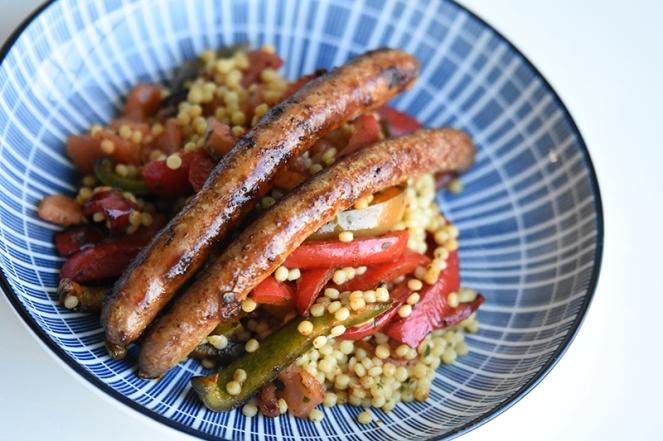 Merguez met gegrilde paprika's en couscous